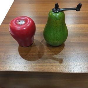 Salt and peeper shakers